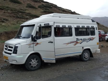Hire Tempo Traveller for Taj Mahal Tour in Golden Triangle Tour with SRM Holidays Pvt Ltd