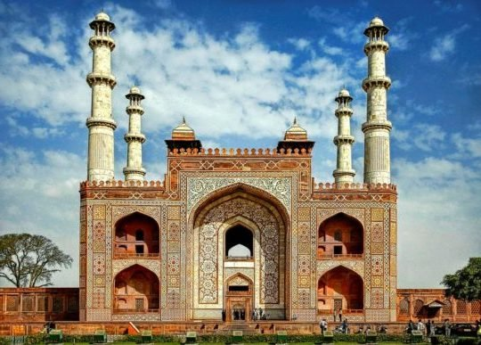 Akbar's Tomb ,Sikandra Agra Tour Packages